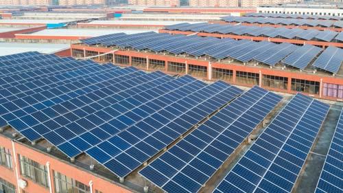 Dachparallele Installation-Photovoltaik auf Flachdach