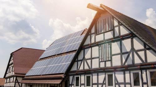PV-Anlage mit Denkamlgeschütztem Haus
