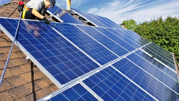 Photovoltaikanlage wird fertiggestellt