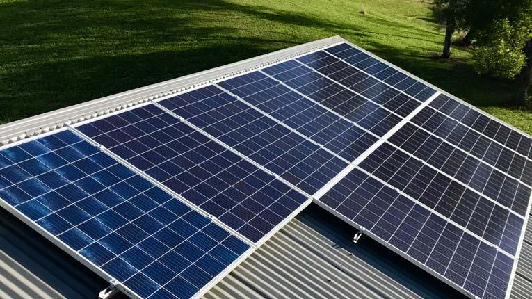 Solarmodule auf Blechdach